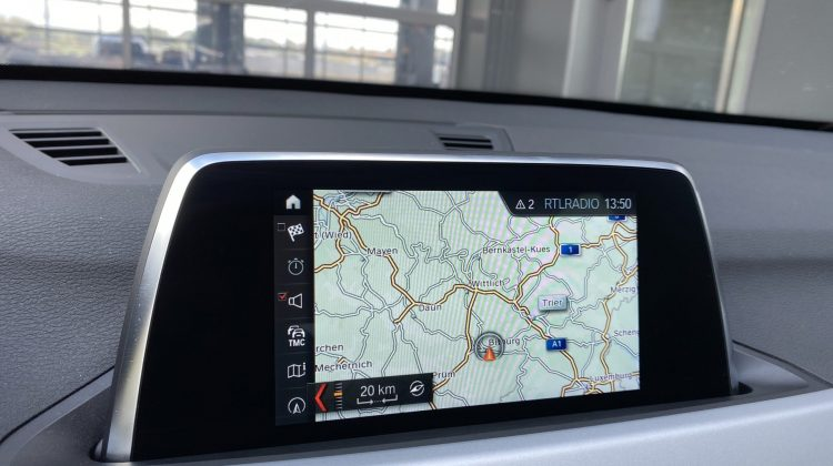 BMW X1 SDRIVE20D AUT. ADVANTAGE ANHÄNGERKUP. KAMERA